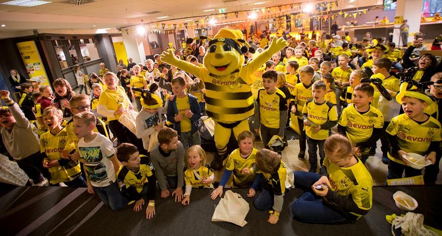 Weihnachtsfeier Bvb.Der Kidsclub Von Borussia Dortmund Feiert Weihnachtsfeier 2017
